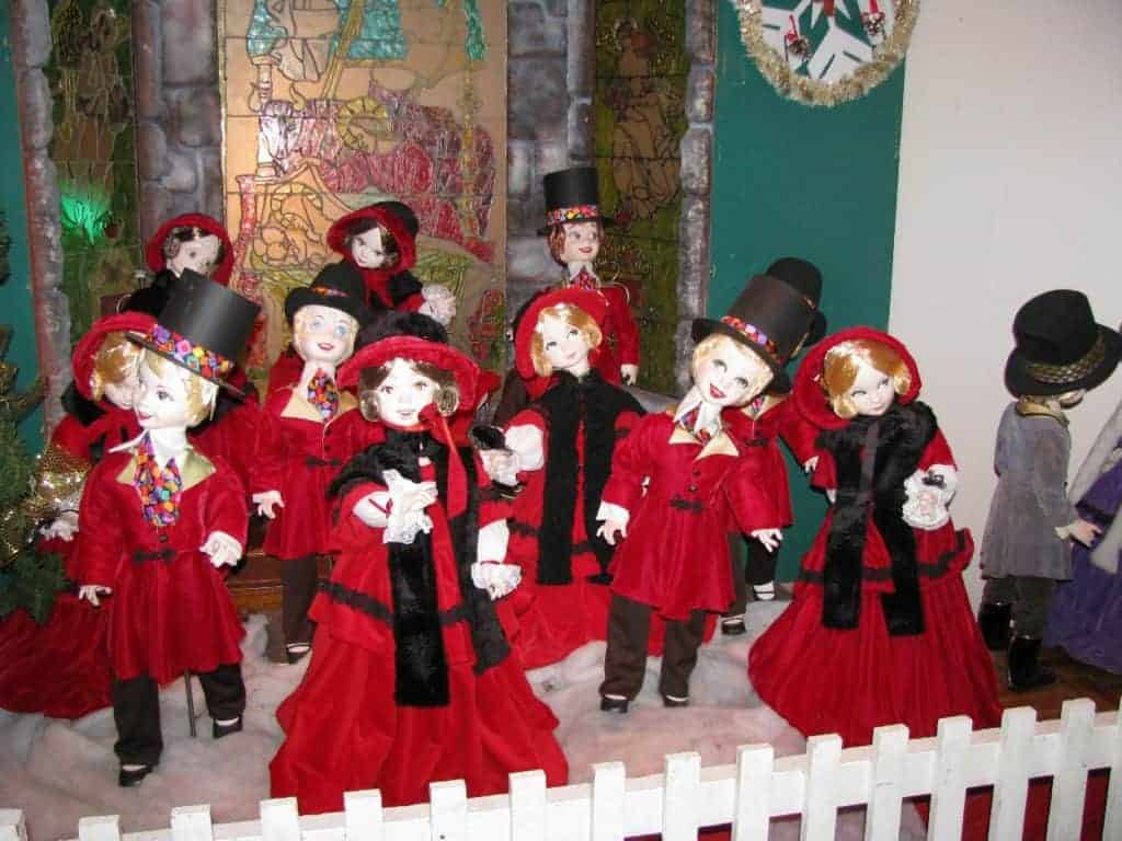 Carollers singing in the Eaton's Once Upon a Christmas exhibit
