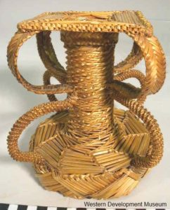 Wheat weaving plant stand